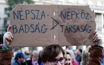 Zdjęcie: https://www.politico.eu/article/hungarian-newspaper-closure-raises-press-freedom-concerns-mediaworks-publisher-nepszabadsag-prime-minister-viktor-orban/