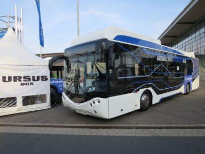 [Zdjęcie: Autobus Ursus napędzany paliwem wodorowym; Wikipedia]